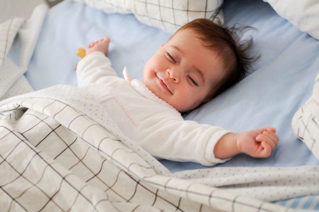 Родители начинают задаваться вопросом, почему их малыш так предпочитает спать.